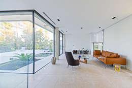 Гостиная в . Автор – Brengues Le Pavec architectes