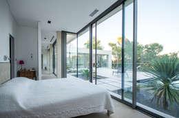 Спальни в . Автор – Brengues Le Pavec architectes