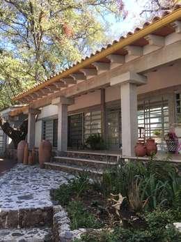 Casas de campo de estilo  por BIM Arquitectos S.A. de C.V.