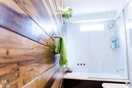 MONOAMBIENTE VF: Baños de estilo moderno por estudio  M