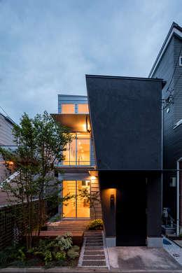 Rumah tinggal  by 前田篤伸建築都市設計事務所