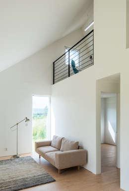 modern Living room by stpmj