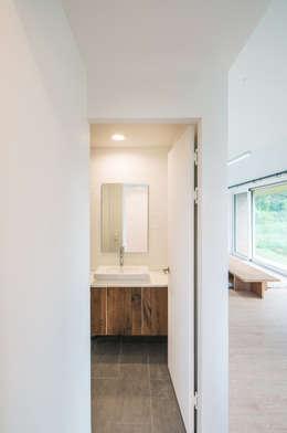 Shear House: stpmj의  화장실