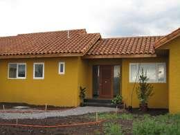 Casas de estilo colonial por Casas E-Haus