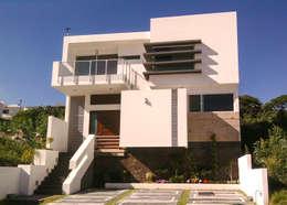 Casa Cumbres de la Malinche: Casas unifamiliares de estilo  por Estilo Homes