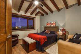 Phòng ngủ by SANTIAGO PARDO ARQUITECTO