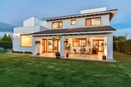 Fachada Posterior: Casas de estilo moderno por SANTIAGO PARDO ARQUITECTO