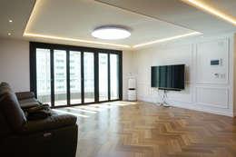 Salas de estilo moderno por 053 인테리어