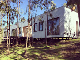 f1: Casas prefabricadas de estilo  por ERKSTUDIO