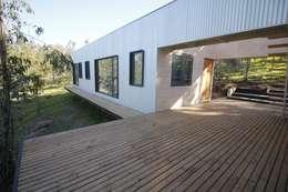 CASA TUCA: Casas unifamiliares de estilo  por ERKSTUDIO