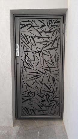 NUESTROS PRODUCTOS: Puertas y ventanas de estilo minimalista por ROBOTICA CNC