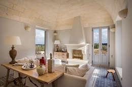 Salas de estar campestres por architetto stefano ghiretti