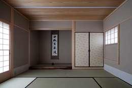 青葉町の家: 吉川弥志設計工房が手掛けた和室です。