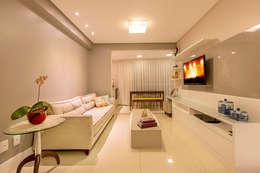eclectic Living room by DM ARQUITETURA E ENGENHARIA