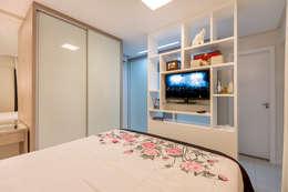 eclectic Dressing room by DM ARQUITETURA E ENGENHARIA