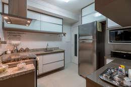 Kitchen units by DM ARQUITETURA E ENGENHARIA