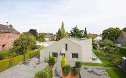 Kerzenmanufaktur vorher: moderne Häuser von ZHAC / Zweering Helmus Architektur+Consulting