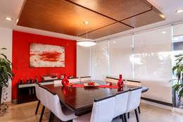 Comedor: Comedores de estilo moderno por SANTIAGO PARDO ARQUITECTO