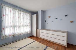二樓兒童房:  嬰兒/兒童房 by Hi+Design/Interior.Architecture. 寰邑空間設計