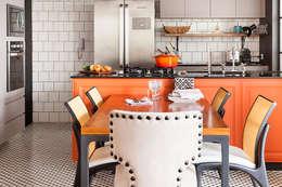 مطبخ تنفيذ Kika Tiengo Arquitetura