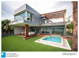 Casa Vista Lago: Casas de estilo moderno por Excelencia en Diseño