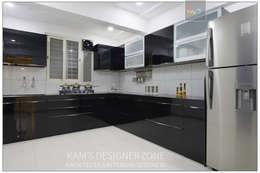 Modular Kitchen Interior Design:  Built-in kitchens by KAM'S DESIGNER ZONE