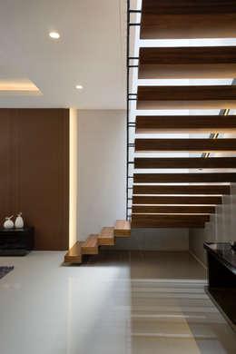 走廊 & 玄關 by Simple Projects Architecture