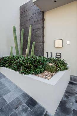 庭院 by Rousseau Arquitectos