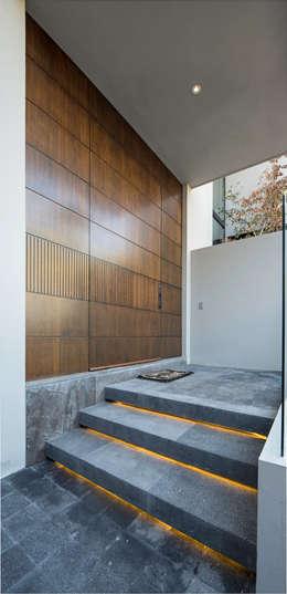 門 by Rousseau Arquitectos