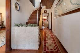 Pasillos y hall de entrada de estilo  por Miguel Marnoto - Fotografia