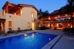 Alberca - Pool: Albercas de jardín de estilo  por BR  ARQUITECTOS