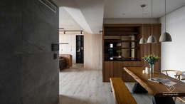 餐廳:  走廊 & 玄關 by 極簡室內設計