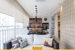Sacada com Churrasqueira: Terraços  por Raduan Arquitetura e Interiores