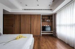 凌雲景觀樓中樓:  臥室 by 紫硯空間設計