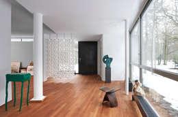 Corridor, hallway & stairs  by Bloomming