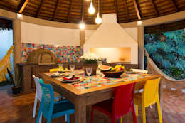 Espaço Gourmet Colorido: Varanda, alpendre e terraço  por IZI HOME Interiores
