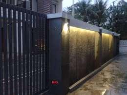PAGAR DEPAN:  Pintu by PT.Matabangun Kreatama Indonesia
