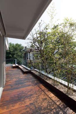Hiên, sân thượng by 서가 건축사사무소