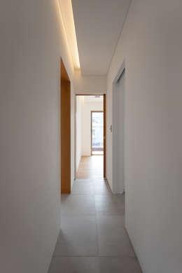 Hành lang by 서가 건축사사무소
