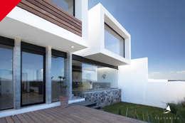 : Casas de estilo minimalista por Tectónico