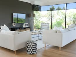 Coastal Living : classic Living room by Studio Mitchell