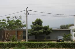 Casa Entre Patios: Casas campestres de estilo  por XXStudio