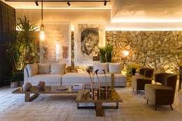 Casa Cor Ceará 2017: Salas de estar modernas por Rodrigo Maia Arquitetura + Design