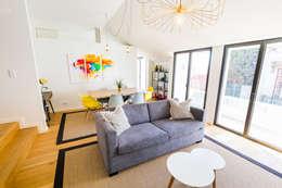 Bairro Alto - Apartamento T2: Salas de estar escandinavas por Sizz Design