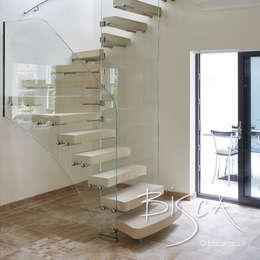 Escaleras de estilo  por Bisca Staircases