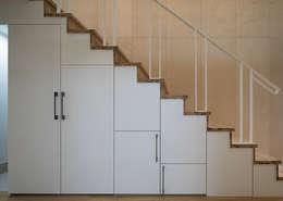 Escaleras de estilo  por 틔움건축