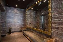 hall de ascensores: Hoteles de estilo  por Ecologik