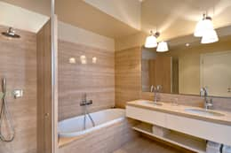 bagno: Bagno in stile in stile Moderno di Costa Zanibelli associati
