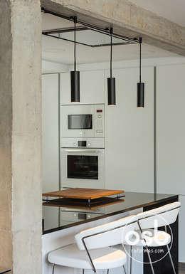 Cocina: Módulos de cocina de estilo  de osb reformas