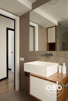 Baño principal.: Baños de estilo moderno de osb reformas